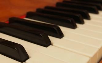 Piano keys ©Joanna Kinberger